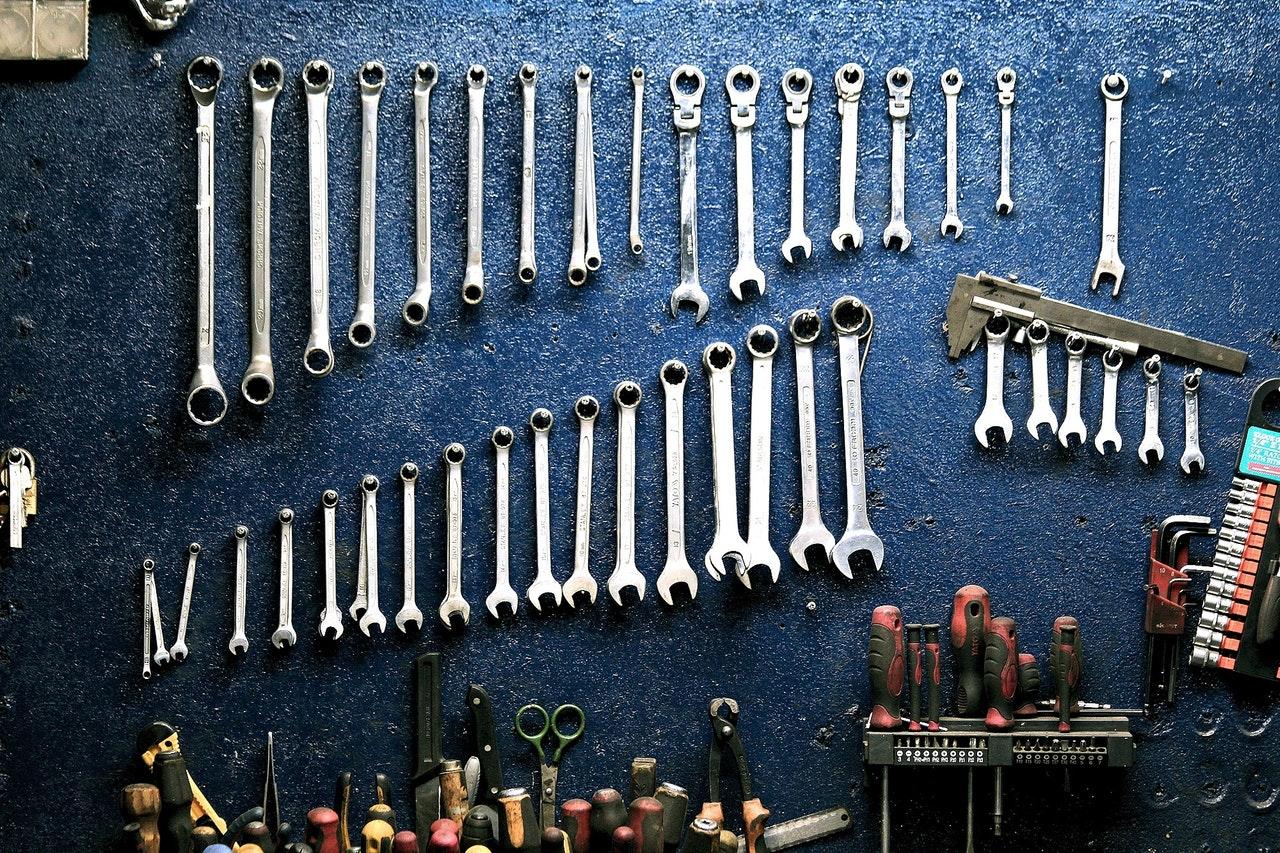 https://www.pexels.com/photo/set-of-tool-wrench-162553/